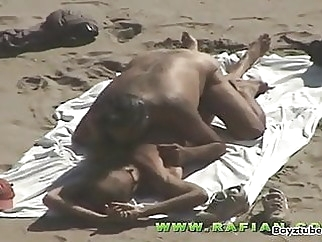 Rainbow Beach bareback (gay) big cock (gay) blowjob (gay)