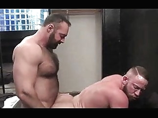 Brad Kalvo follando a musculoso bear (gay) gay porn (gay) hunk (gay)